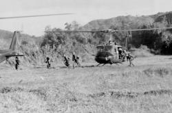 Ia_Drang_Infantry_disembarking_from_Helicopte.jpg