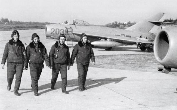 Vpaf pilots with mig 17s